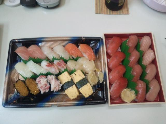 スーパーの寿司で昼食